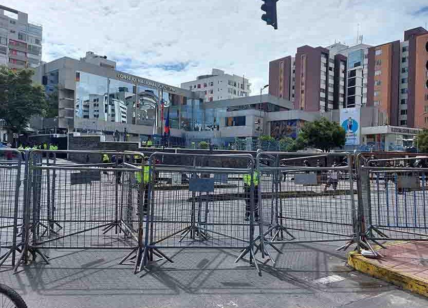 Exteriores del CNE en Quito. Foto Fabricio Vela.