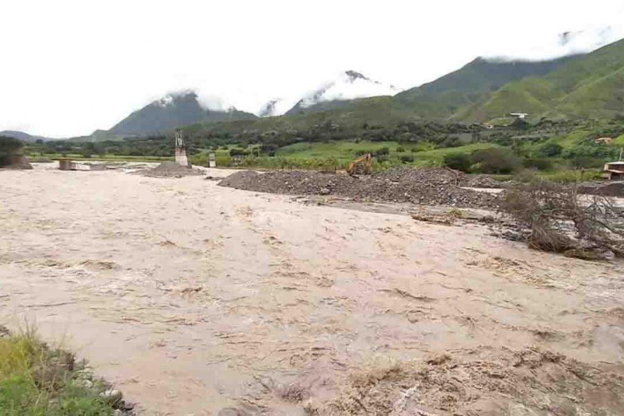 El puente de Sulupali, sobre el río Rircay, en Santa Isabel, es uno de los más afectados por el invierno.