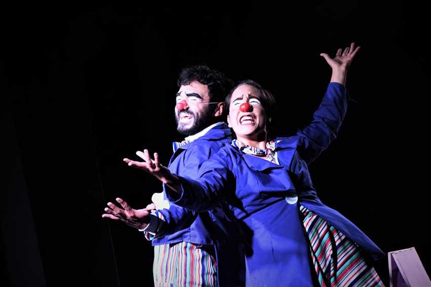 El actor David Matute y la actriz Paula Almeida en una de las escenas de la obra.